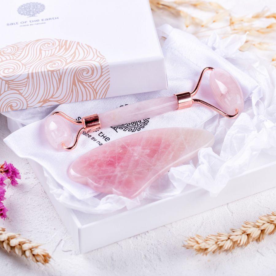 Купить Набор: скребок гуаша (лапка) и роллер - розовый кварц от Salt of the Earth
